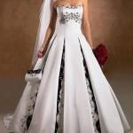 Vestido Branco com Pregas Largas