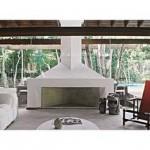 Lareira forrada com tijolos refratáfios e o resto da estrutura combina alvenaria e concreto.