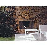 Lareira serve de fogueira no terraço da casa e garante o conforto térmico ao redor.