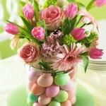 Essa é uma excelente ideia para usar na Páscoa. Enfeite com flores e ovos coloridos.