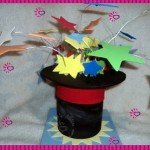 Festa de criança com palhaço e mágico, pode ter esse chapéu como decoração do centro de mesa,  é um charme e combina com o ambiente.
