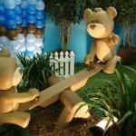 A montagem de cenários é importante para que a criança possa interagir com o tema.