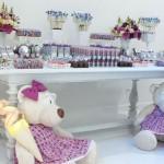 Decoração delicada e feminina da festa 'Ursos'