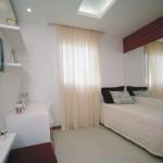 O quarto de solteiro pequeno decorado com muito bom gosto, torna-se um ambiente agradável e simpático.