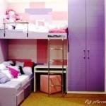 Uma bancada de estudos ao lado da cama, se bem planejada, pode ser uma excelente opção.