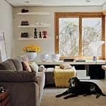 O sofá de três lugares é perfeito para salas pequenas.