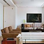 Sala pequena, moderna e cheia de estilo.