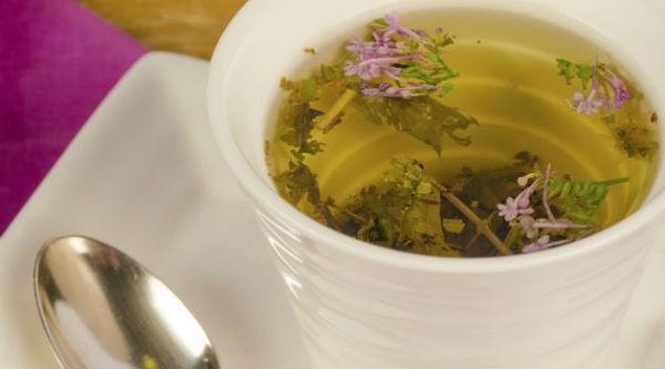 A valeriana pode ser consumida na forma de chá.