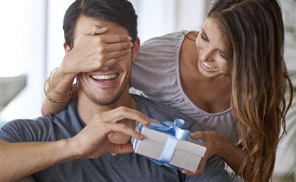 O presente pode ser mais importante ainda quando você ama (Foto: Divulgação MdeMulher)