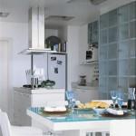 Os móveis planejados são ideais para esse tipo de cozinha.