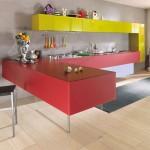 A disposição dos móveis é muito importante para proporcionar maior amplitude a cozinha.