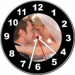 Relógio de parede personalizado com a foto do casamento.