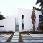Casa moderna com fachada minimalista.