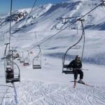 Inverno no Chile, estação de esqui na neve.