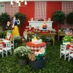 O tema 'Branca de Neve' combina com a festa infantil.