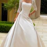 O vestido de noiva com magas também é elegante, sofisticado e chique.