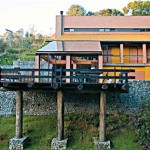 Casa rústica, sucesso no campo, mas tende a fazer sucesso também na cidade.