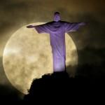 A superlua deixou deslumbrante a paisagem do Cristo Redentor.