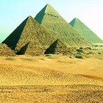 Pirâmides do Egito Antigo: Quéops, Quéfrem e Miquerinos, grandes mistérios envolvem a sua beleza.