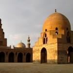 Mesquita de Ibn Tulun, quando os raios de sol atingem as paredes fica ainda mais bela.