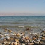 Mar Morto, sua água é tão salgada que nenhum tipo de vida resiste nela.