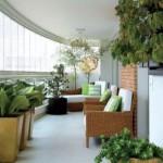 As plantas não podem faltar na decoração da varanda.