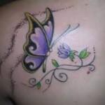 Tatuagem de borboleta nas costas. (Foto: divulgação)