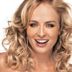 Angélica, a apresentadora alterna o liso comportado com cacheados sensuais
