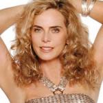 Bruna Lombardi, dona de cachos loiros e naturais muito lindos