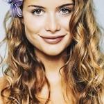 Aline Moraes faz juz a beleza dos cabelos cacheados.