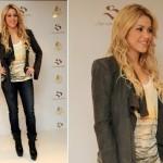 Shakira, cantora internacional, com cachos lindos e perfeitos.
