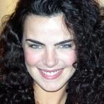 Ana Paula Arósio, cabelos cacheados e olhos azuis chamam atenção
