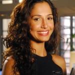 Camila Pitanga, atriz versátil e famosa de cabelos crespos naturais.