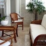 A praticidade vem em primeiro lugar nessa decoração com piso frio e móveis de vime para completar a beleza do ambiente.