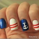 Unhas navy em azul, vermelhor e branco.
