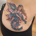 As cores e os tamanhos das tatuagens de fada podem variar conforme a preferência de cada um.