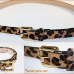 A estampa animal print do cinto proporciona charme e beleza ao look.