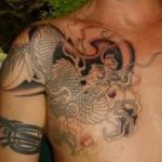 Tatuagem de dragão em preto e branco. (Fotos: divulgação)