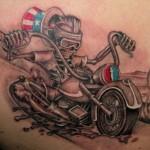 Uma dica importante é que você peça para que o tatuador faça o desenho com tinta lavável, antes de tornar o desenho permanente. (Fotos: divulgação)