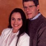 """A novela """"História de Amor"""", no ano de1995, teve Regina Duarte como Helena. Ela tem de disputar o amor de Carlos (José Mayer) com uma mulher mais jovem, Paula (Carolina Ferraz). Fotos: divulgação)"""