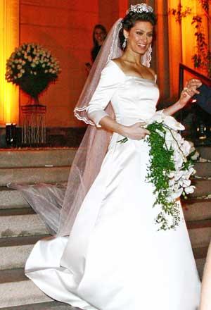 Maria Fernanda Cândido - A atriz tem um estilo clássico e optou por um vestido branco evasê. (Foto: divulgação)