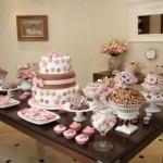 A combinação marrom e rosa satisfaz o gosto das meninas.