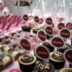 Os doces da festa reproduzem a combinação.