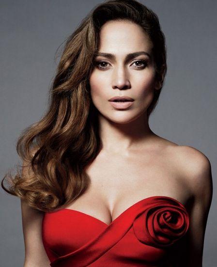 Toda de vermelho Jennifer Lopez arrasa no modelito Bottega Veneta. (Foto:divulgação)
