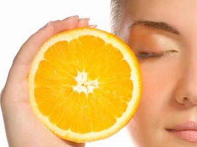 A Vitamina C é usada em cosméticos pelo mundo todo. Tem poder rejuvenescedor e muito mais!