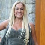 Susana usa megahair e pinta os cabelos de loiro platinado. (Foto: divulgação)