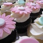 O cupcake tradicional é servido com um montão de cobertura. (Foto: divulgação)