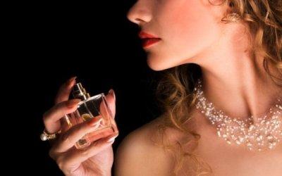 O perfume é uma ótima arma de sedução, mas é preciso saber usá-lo corretamente. (Foto: Divulgação)