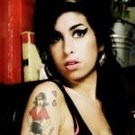 Amy Winehouse, dona de um estilo próprio, fez muito sucesso. (Foto: divulgação)