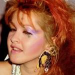 Cindy Lauper, famosa nos anos 1980, ainda é inspiração para muitas mulheres no mundo do rock. (Foto: divulgação)